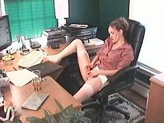 девушки в офисе мастурбируют скрытая камера шло хорошо